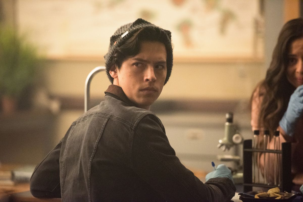 Cole Sprouse Had a Sneaky Reason For Wanting to Play Jughead Originally asked to audition for the leading role of Archie, Cole Sprouse had his employability in mind when he asked to read for the role of Jughead. After discovering that Jughead is the series' narrator, Sprouse knew that there's no way the narrator could be killed off, and that was why he hoped to play Jughead in the end.