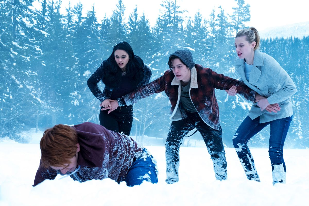 KJ Apa Engaged in Some Accidental Method Acting The dramatic first season finale results in Archie injuring his hand trying to crack open a sheet of ice and save Cheryl Blossom from drowning. Real life was brutal, too: KJ Apa wound up being so immersed in the scene he actually broke his hand—and showrunner Roberto Aguirre-Sacasa predicted the entire event.