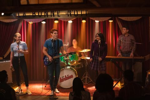 riverdale    chapter seventy four  wicked little town    image number rvd417b0112rc    pictured l   r lili reinhart as betty cooper, kj apa as archie andrews, cole sprouse as jughead jones, camila mendes as veronica lodge and casey cott as kevin keller    photo katie yuthe cw    © 2020 the cw network, llc all rights reserved