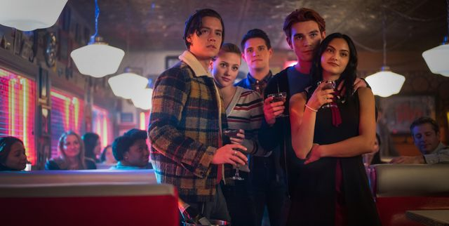 riverdale    chapter seventy six killing mr honey    image number rvd419b0576b    pictured l   r cole sprouse as jughead jones, lili reinhart as betty cooper, casey cott as kevin keller, kj apa as archie andrews and camila mendes as veronica lodge    photo kailey schwermanthe cw    © 2020 the cw network, llc all rights reserved