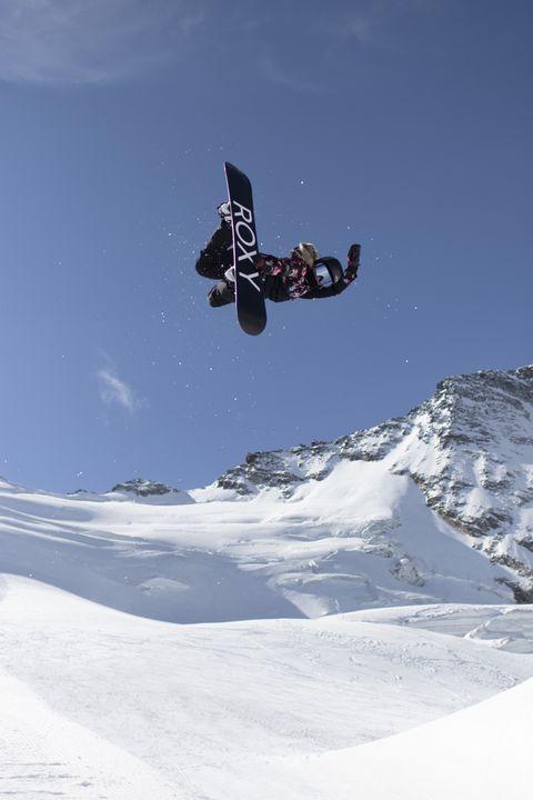 roxy chloe kim snowboarding