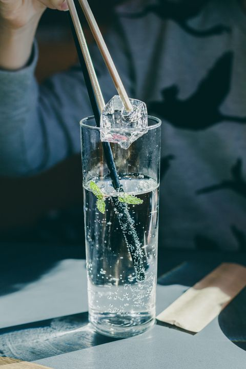 Water, Mojito, Drinking straw, Glass, Drink, Gin and tonic, Distilled beverage, Transparent material, Highball glass,