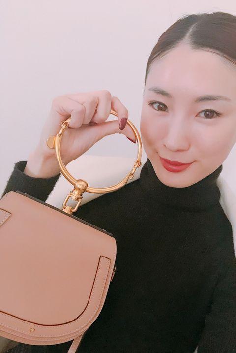 Bag, Shoulder, Handbag, Pink, Joint, Fashion accessory, Lip, Beige, Peach, Material property,