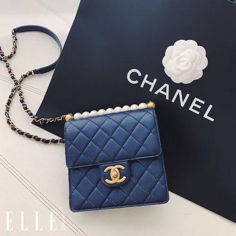 經典藍包款推薦 CHANEL深藍色珍珠裝飾方形鏈帶包
