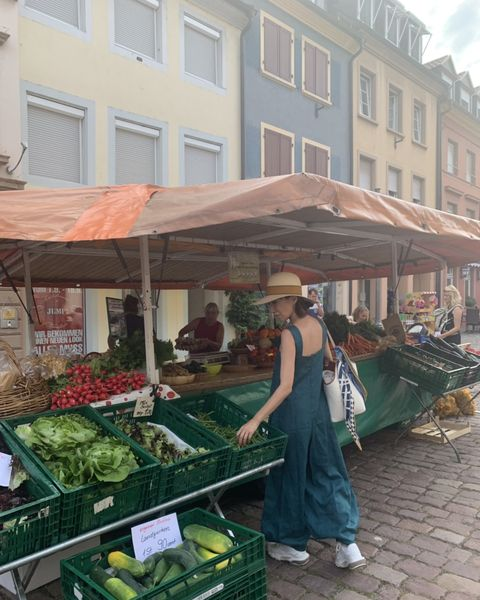Marketplace, Local food, Greengrocer, Market, Public space, Selling, Whole food, Building, Vegetable, Grocery store,