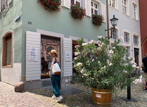 Cobblestone, Town, Building, Street, Tree, Plant, Neighbourhood, Architecture, Courtyard, Facade,
