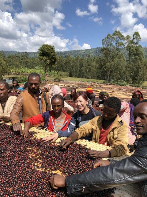 40歲辭職創業打造精品咖啡王國!黑沃咖啡執行長林佩霓分享創業歷程