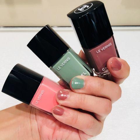 Pink, Cosmetics, Nail, Nail polish, Red, Nail care, Product, Beauty, Hand, Lip,