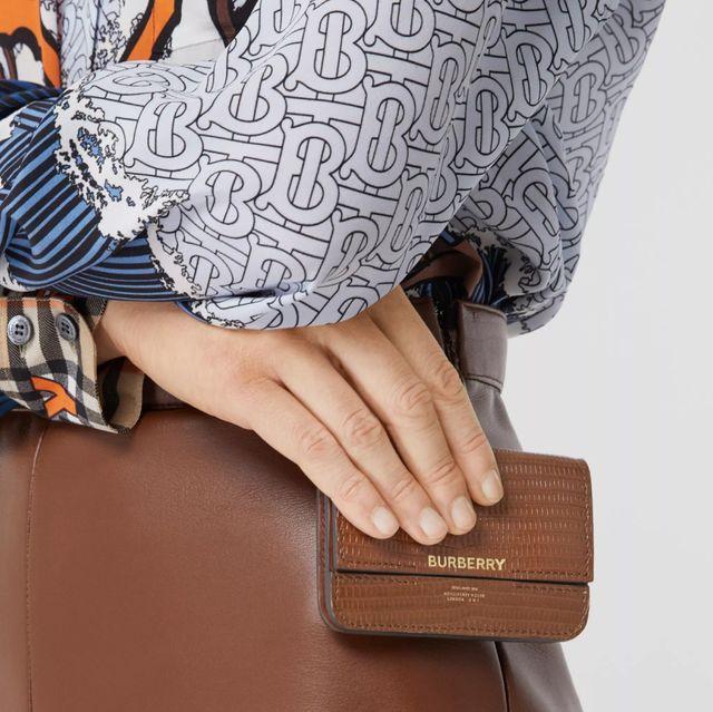 Pink, Bag, Handbag, Wallet, Fashion accessory, Shoulder, Hand, Leather, Dress, Magenta,