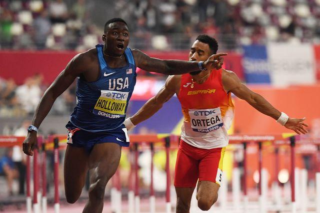 el estadounidense grant holloway corre por delante de orlando ortega en la final de 110 metros vallas del mundial de doha 2019