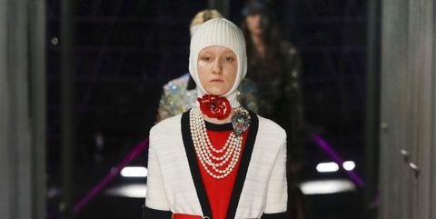 Outerwear, Jewellery, Fashion accessory, Dress, Fashion, Lipstick, Street fashion, Fashion model, Blazer, Necklace,