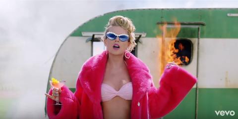 Eyewear, Pink, Sunglasses, Glasses, Fun, Lip, Blond, Mouth, Cool, Magenta,