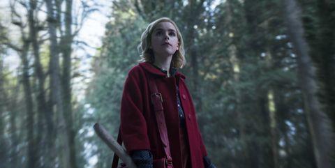 Kiernan Shipka como Sabrina Spellman en el bosque