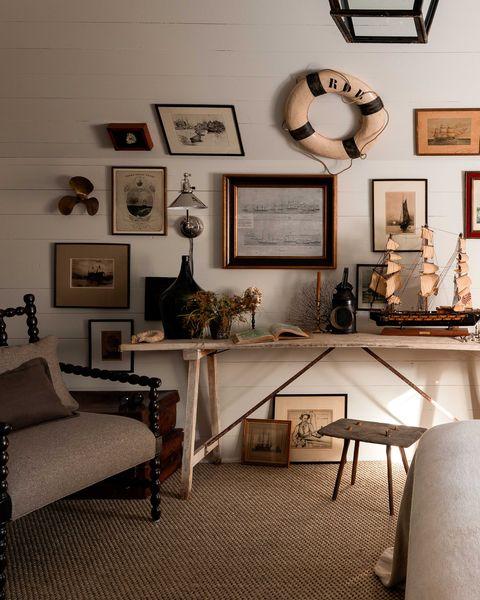 bedroom, nautical artwork, boat sculpture, white panelling