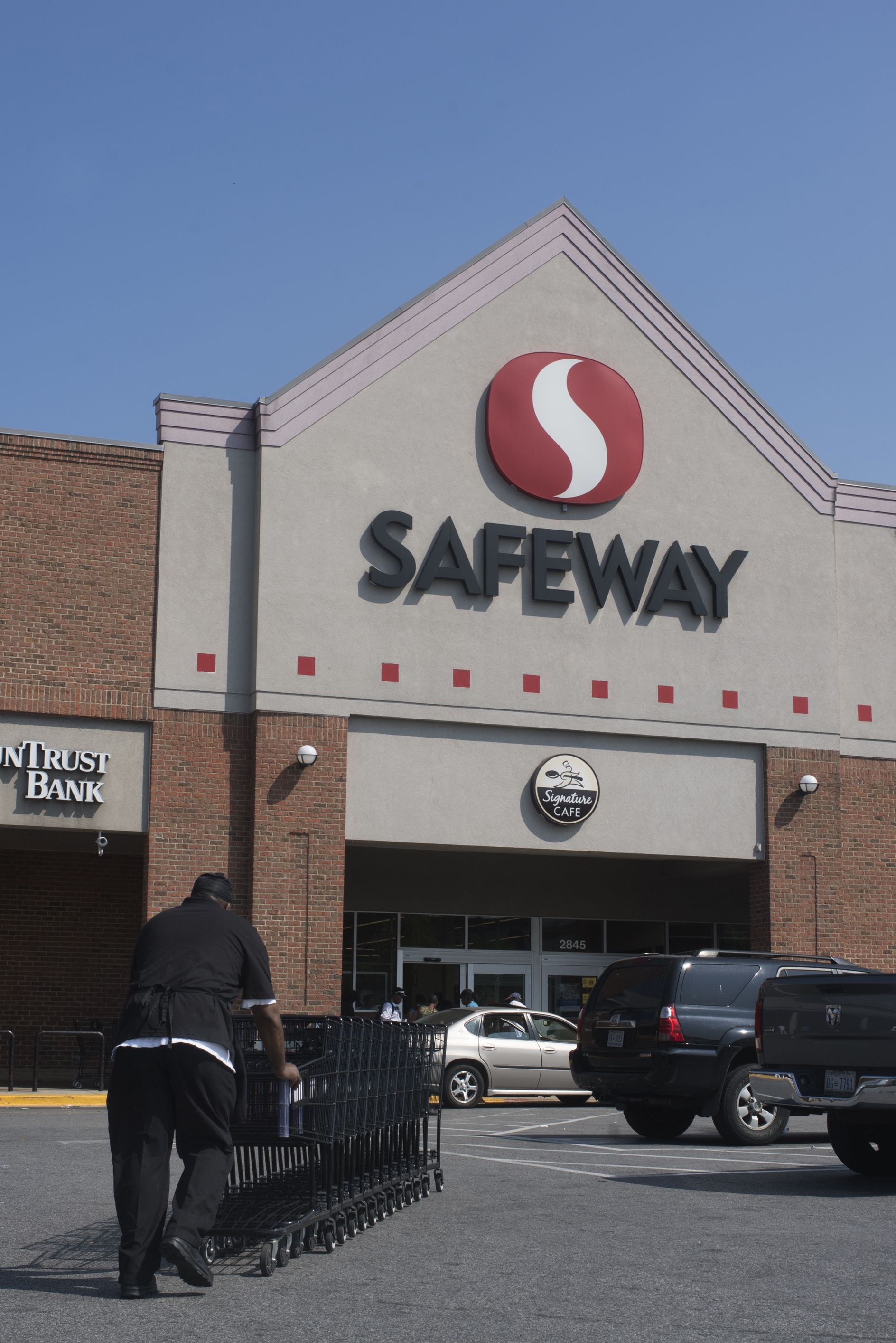 Safeway supermarket open on christmas day