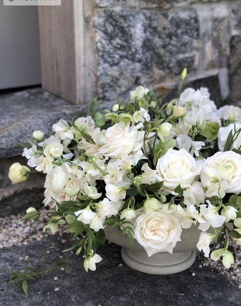 Anastasia-casale-sag-harbor-florist-white-flower-arrangement