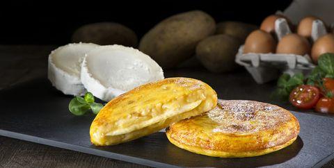 food, ingredient, serveware, plate, cuisine, meal, dish, breakfast, dishware, tableware,