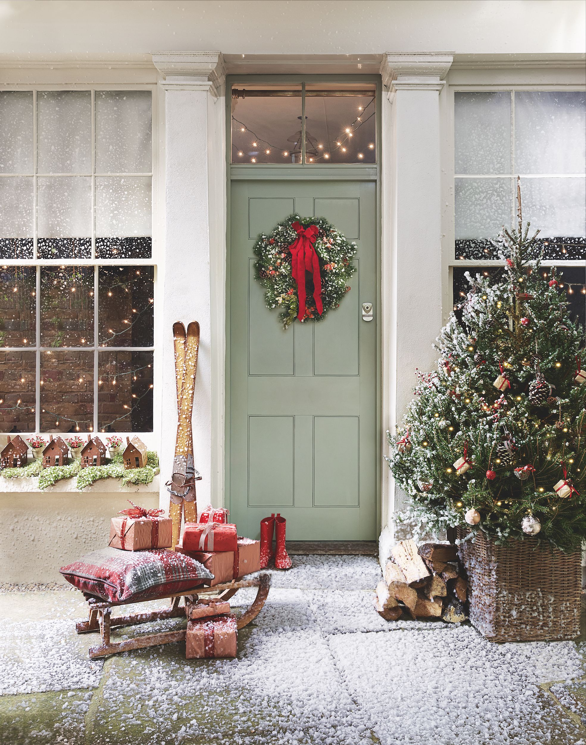 Christmas door decorations: how to decorate your front door for Christmas