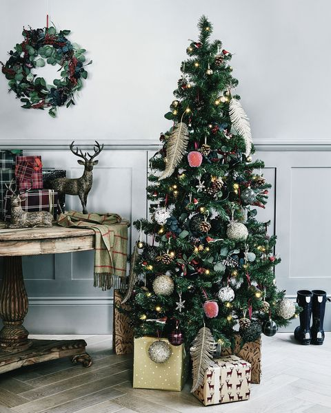 country christmas decorating ideas our top picks from. Black Bedroom Furniture Sets. Home Design Ideas