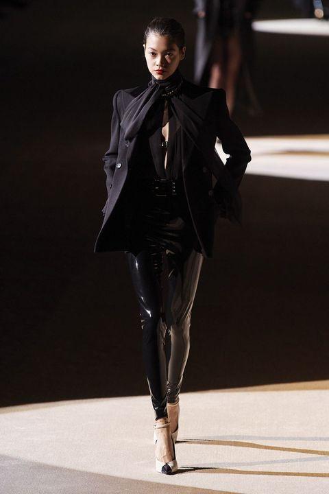 Fashion model, Fashion show, Fashion, Runway, Clothing, Haute couture, Fashion design, Formal wear, Public event, Outerwear,