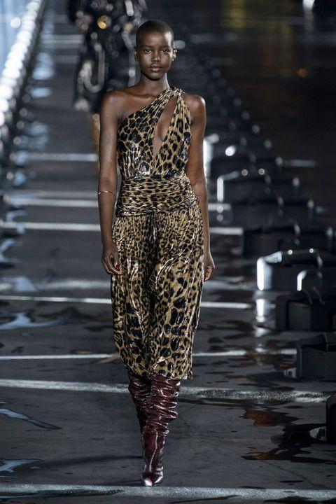 Fashion model, Fashion, Runway, Fashion show, Clothing, Haute couture, Dress, Shoulder, Neck, Fashion design,