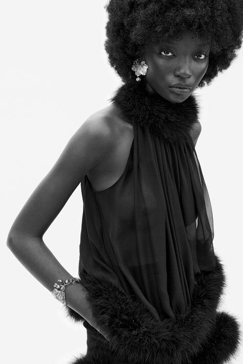Hairstyle, Shoulder, Textile, Jheri curl, Style, Afro, Monochrome, Black hair, Fashion, Black,