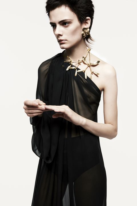 Hairstyle, Shoulder, Jewellery, Style, Fashion model, Dress, Fashion, Neck, Day dress, Black,