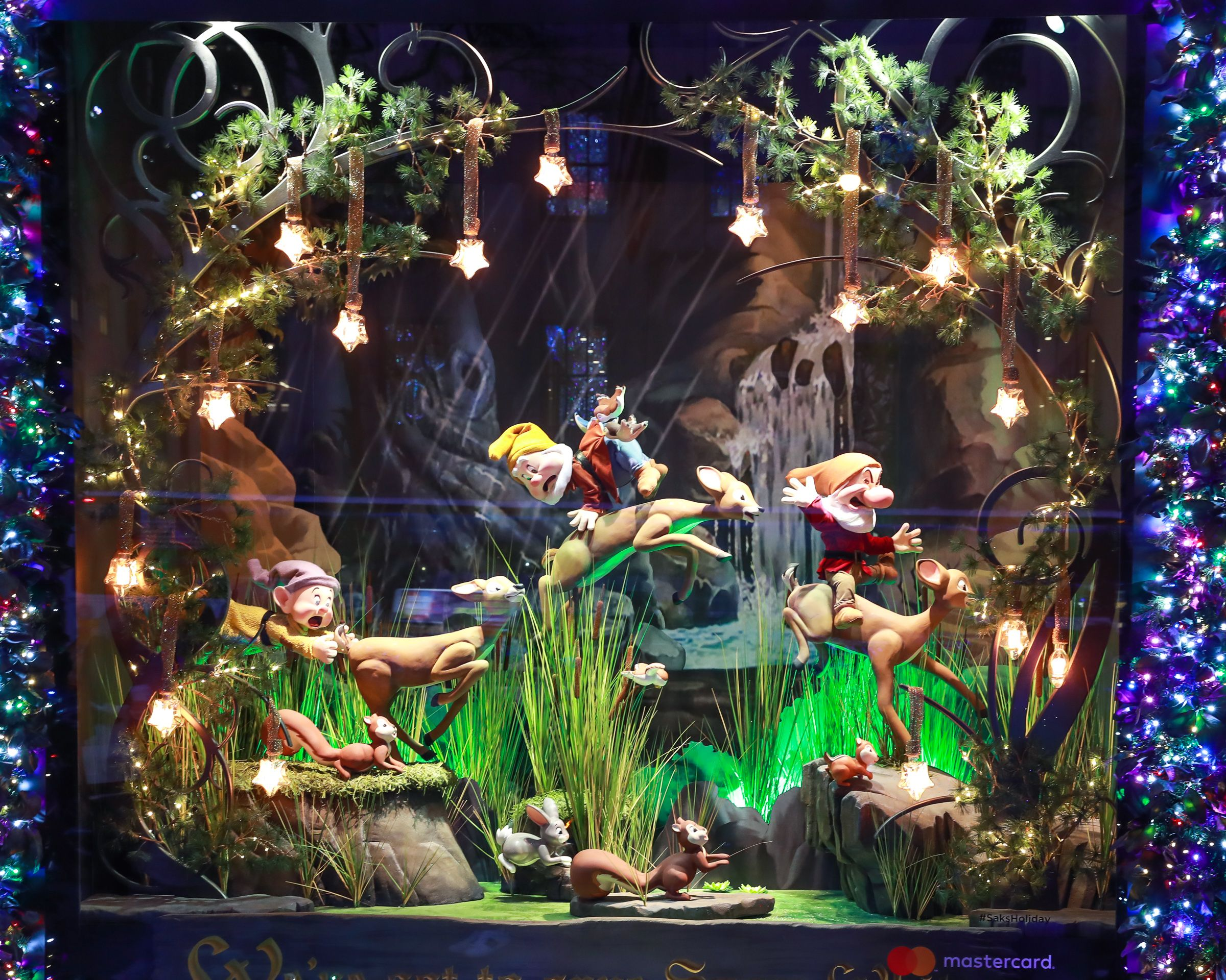 23 Best Christmas Windows in NYC - Holiday Window Displays to Visit ...