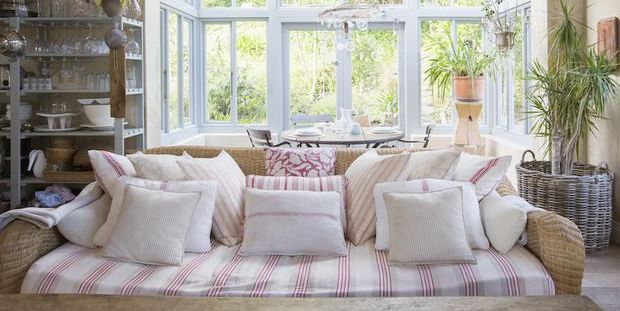arredare stile shabby chic come trovare i mobili giusti online. Black Bedroom Furniture Sets. Home Design Ideas