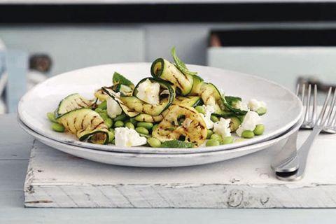 salade met gegrilde courgette, edamame en feta