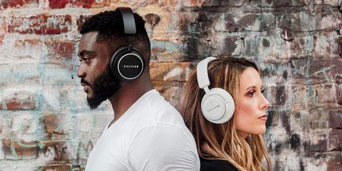 Headphones, Ear, Audio equipment, Gadget, Hearing, Electronic device, Technology, Cheek, Organ, Headset,
