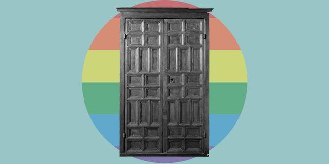 armario con una bandera arcoíris