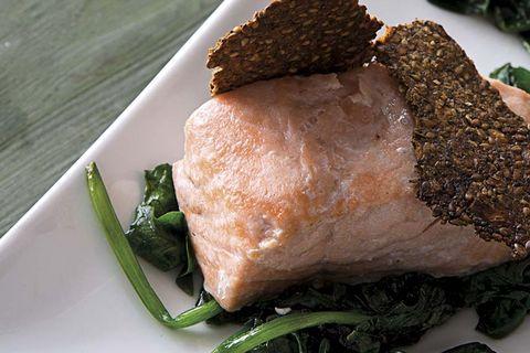 salmón con espinacas