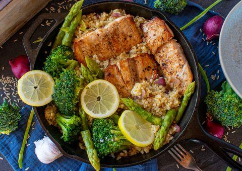 玄米と野菜、サーモンフィレ