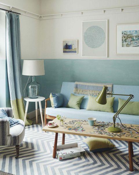 Salón con paredes bicolor