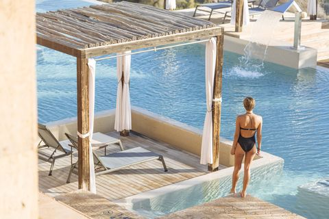 piscina exterior del be aloe wellness, salobre hotel resort  serenity
