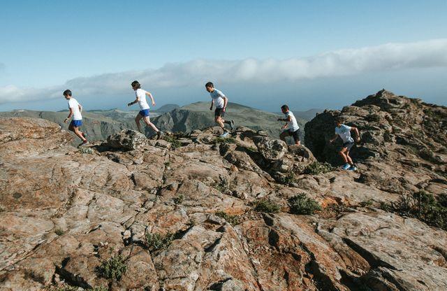 el equipo de trail running de salomon y su acción de plogging