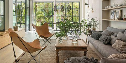 Una Casa Luminosa Que Fusiona El Exterior Con El Interior
