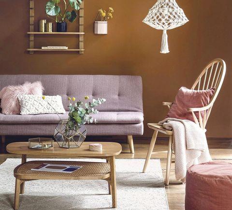 Salón cálido en tonos rosa