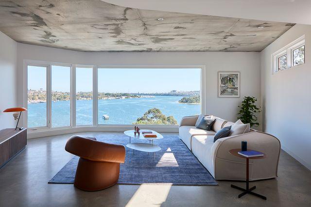 casa moderna en madera y cemento con vistas