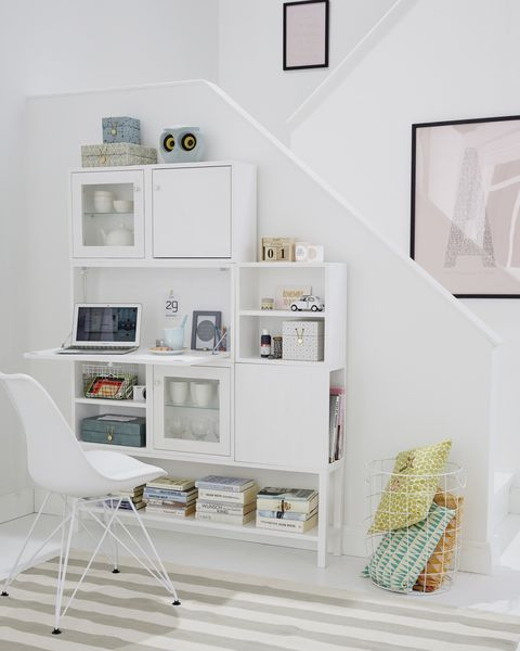 salón con despacho y escritorio en pared para aprovechar la escalera, de car moëbel