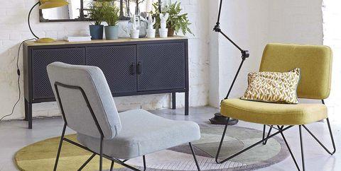 Salón estilo industrial con muebles de metal