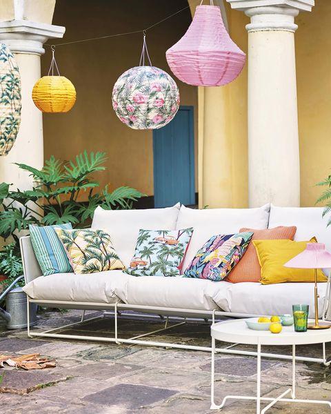 porche con muebles de exterior de ikea