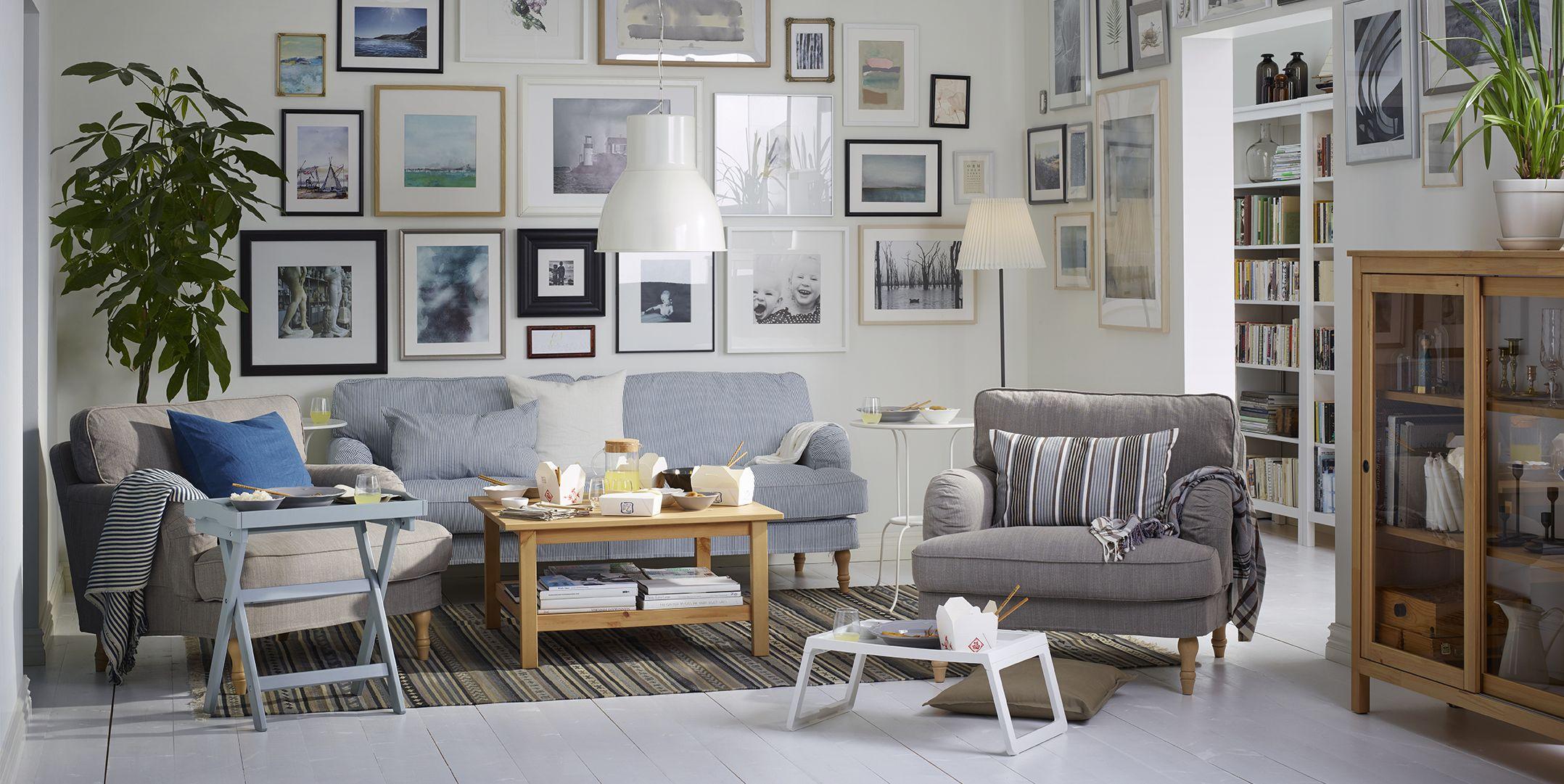 Salón con mesas de IKEA