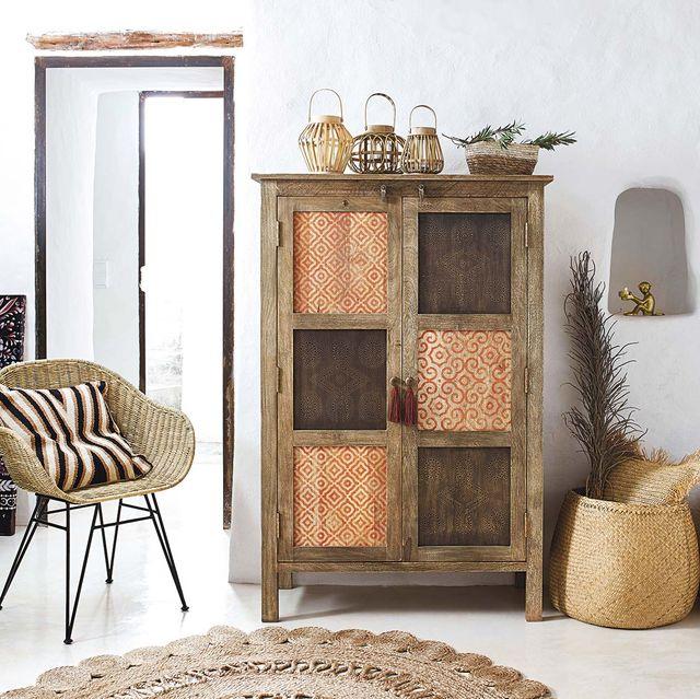 Muebles en tonos tierra para el salón