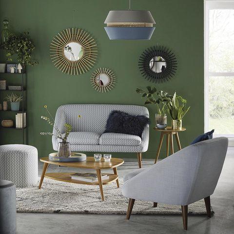 Salón con paredes en verde