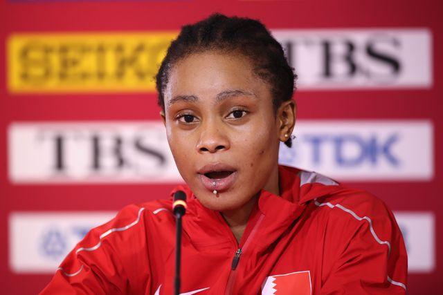 salwa eid naser, campeona del mundo de 400m, habla durante una rueda de prensa en el mundial de doha 2019