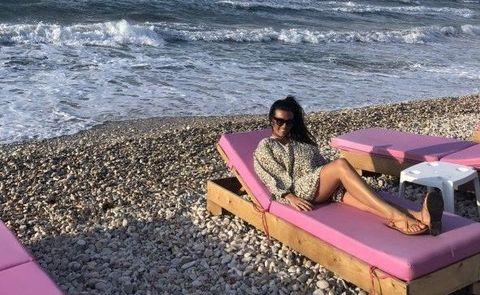 samira bilij op het strand