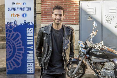 Samuel Viyuela es Ricky en Servir y proteger