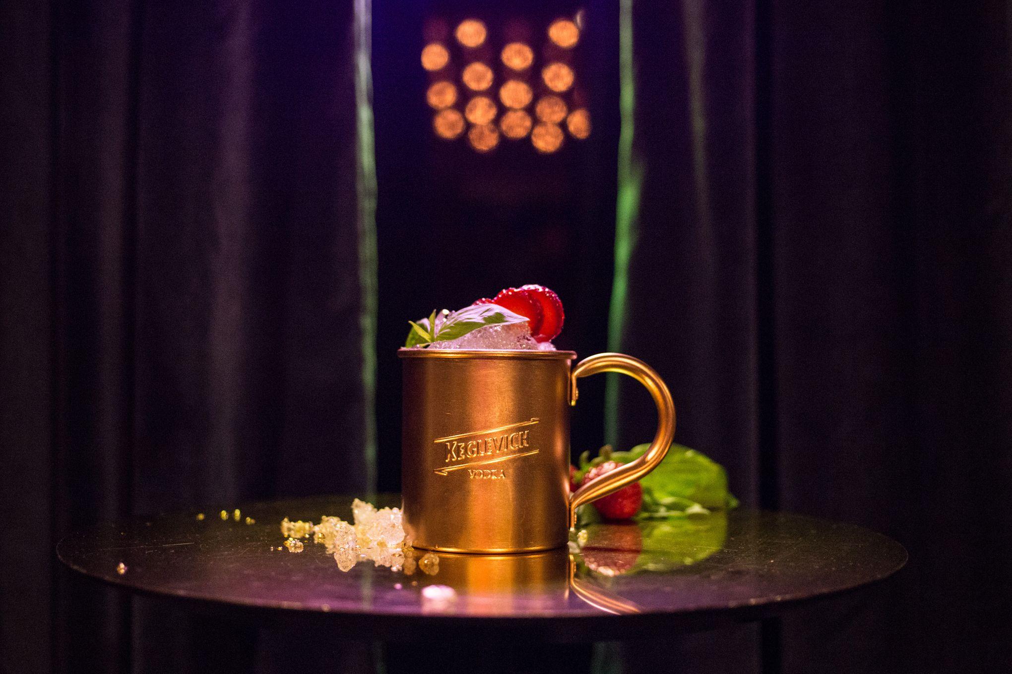 Il 14 febbraio è la sera più adatta per concedervi un brindisi speciale, San Valentino 2019 va celebrato con tutti i crismi titillando ogni senso con i cocktail e le ricette da provare anche da casa.